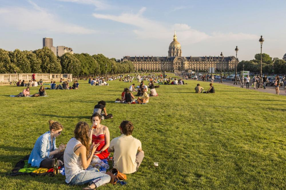 people picnicking at Invalides in Paris