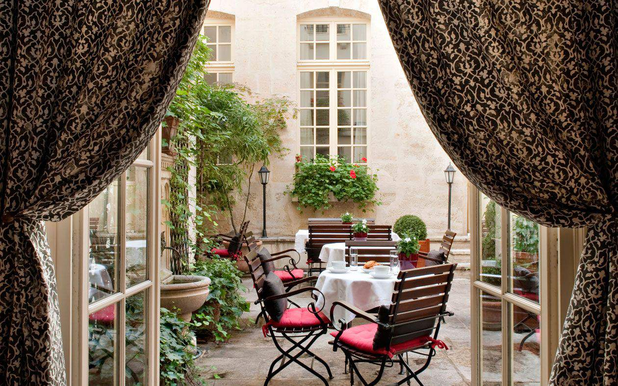 Best outdoor cafe in paris - Cafe Laurent