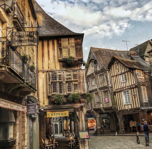 Dinan, A Quanit Medieval Town In Brittany - Place des Merciers