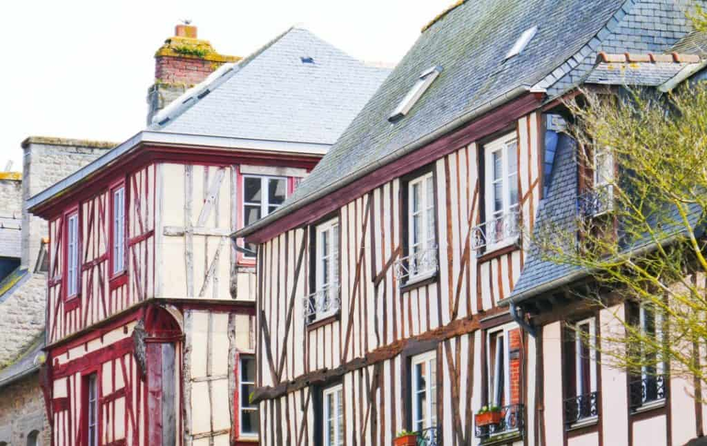 Dinan, A Quanit Medieval Town In Brittany - Place du Guesclin