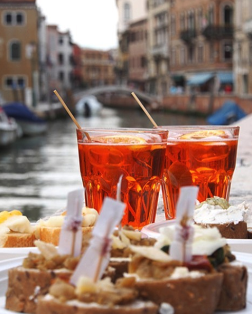 2 glasses of spritz in venice