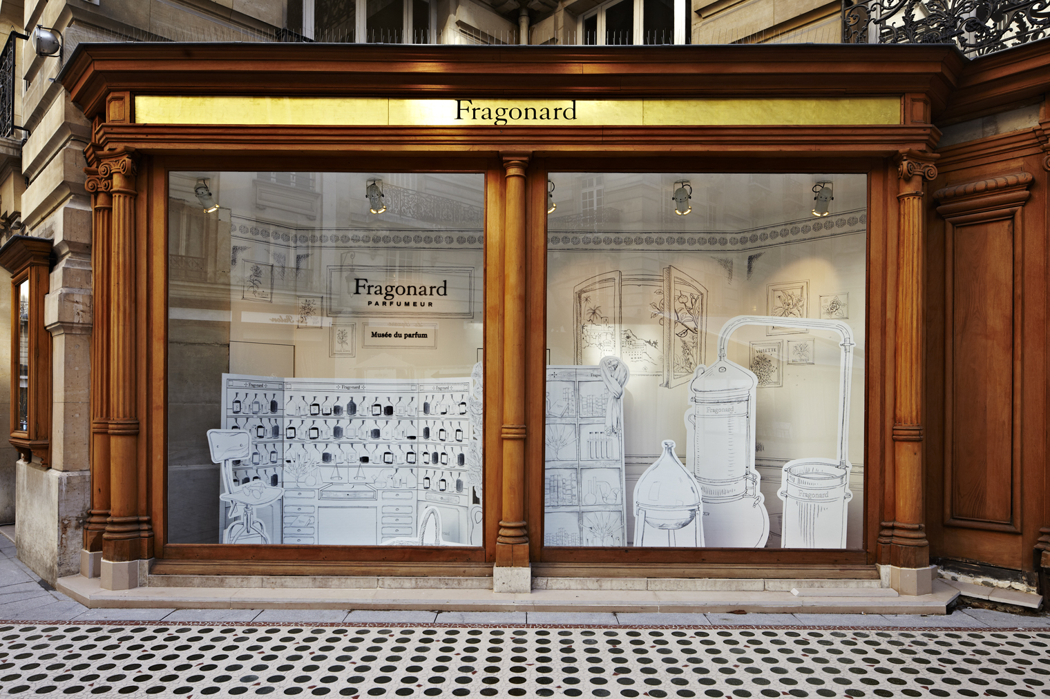 the display window of Musee de Parfum of Fragonard in Opera-Haussmann