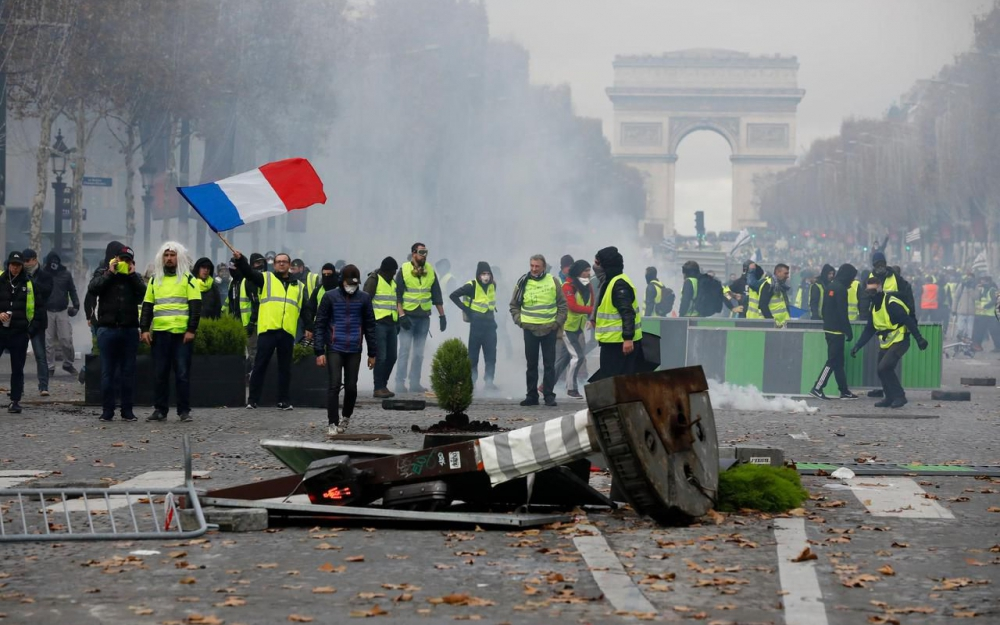 Yellow Vest protesters on Champs Elysees