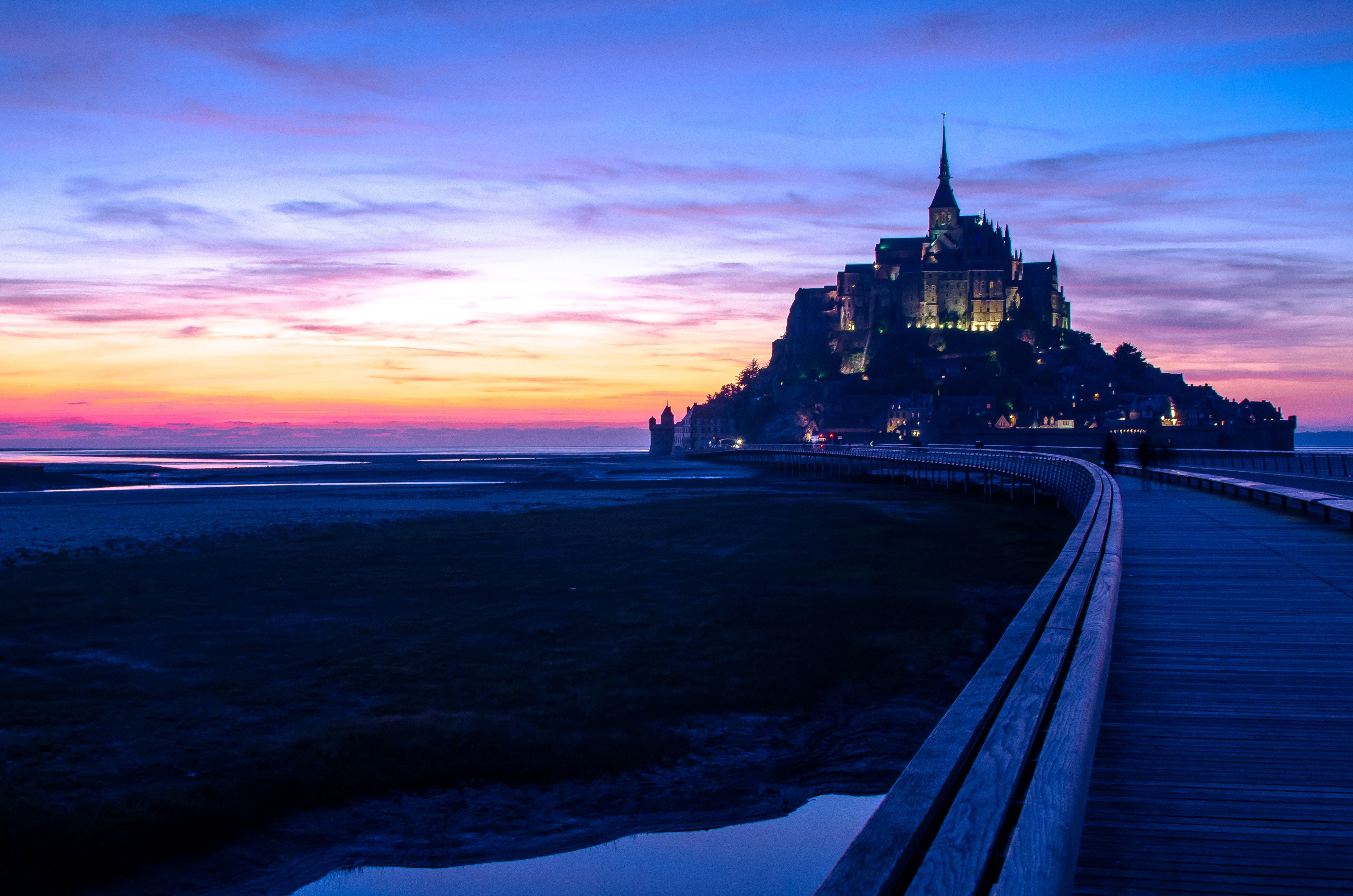Le Mont Saint Michel at night