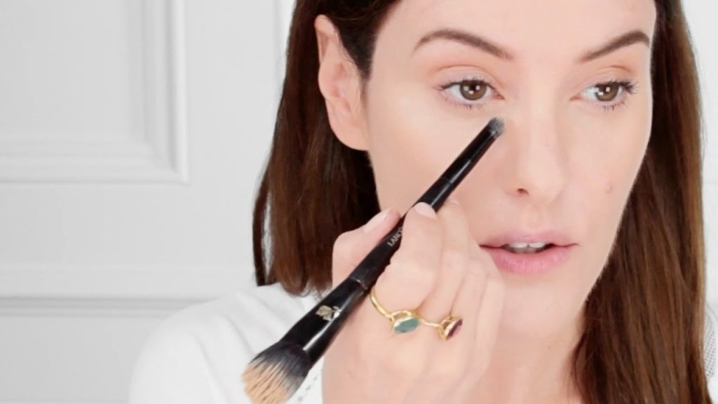 Makeup artists Lisa Eldridge applying makeup using Lancôme products