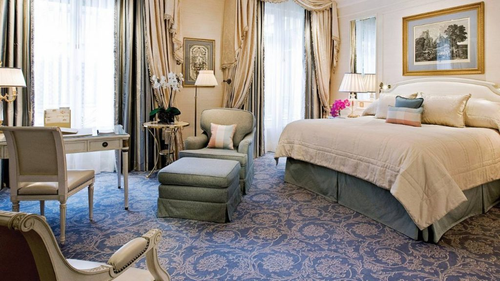 suite bulan madu di Four Seasons Georges V di Paris