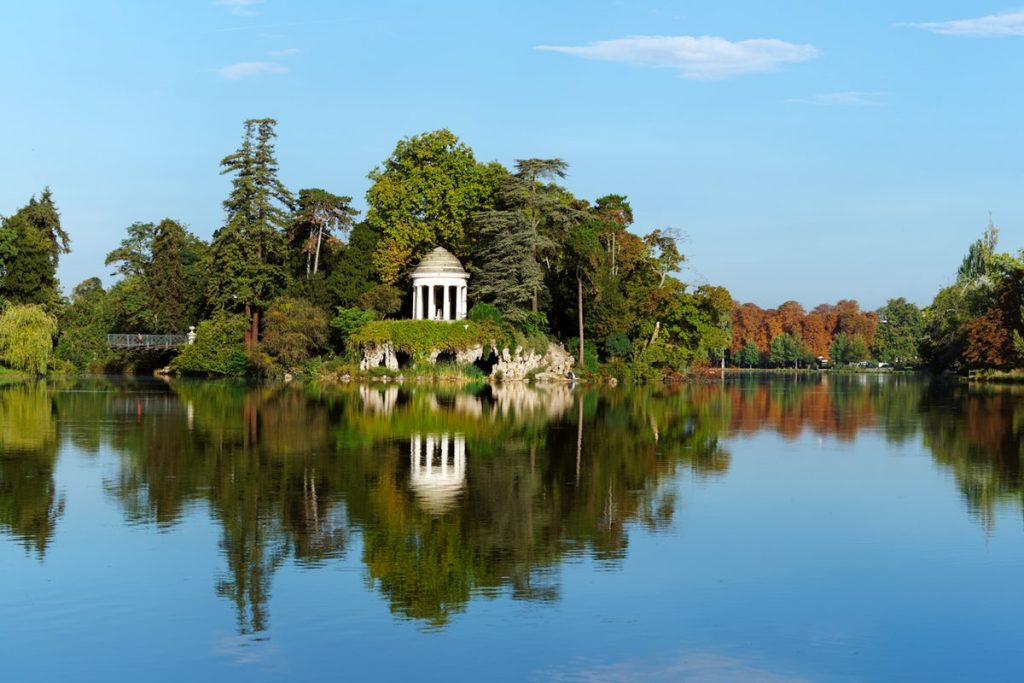 Lake Dauphin in Bois de Vincennes park