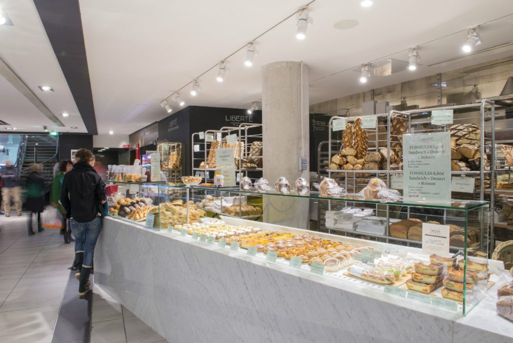 파리 레스토랑 The pastries at Lafayette Gourmet