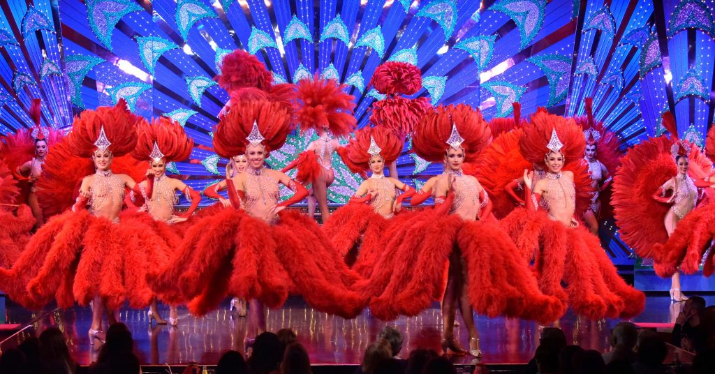The performers of Moulin Rouge's Feerie