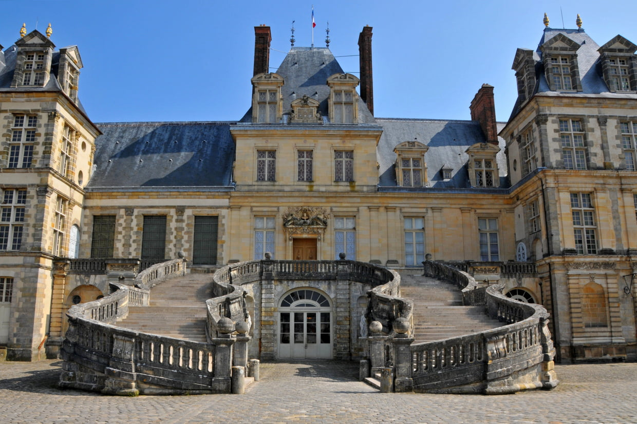 The facade of Chateau Fontainebleu