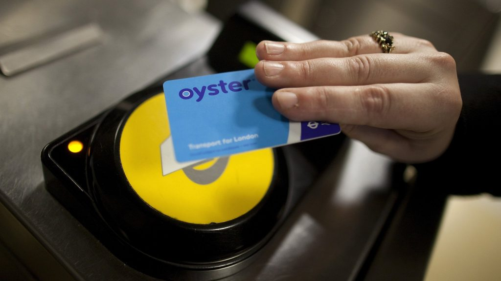 using the Oyster Card to commute in London