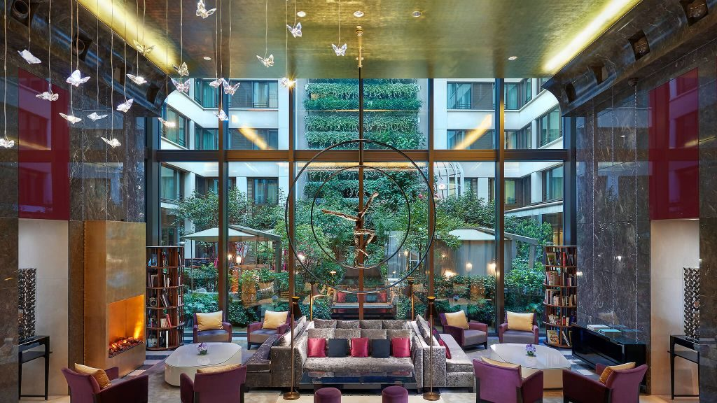 The lobby of Mandarin Oriental Paris
