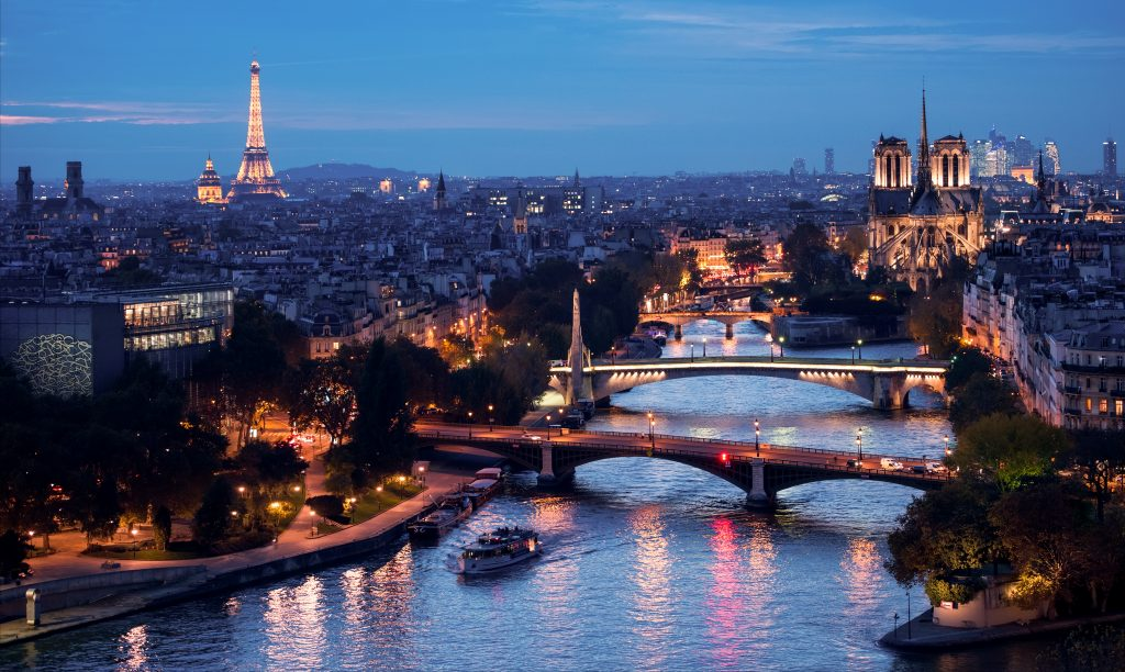 Vedettes de Paris night cruise